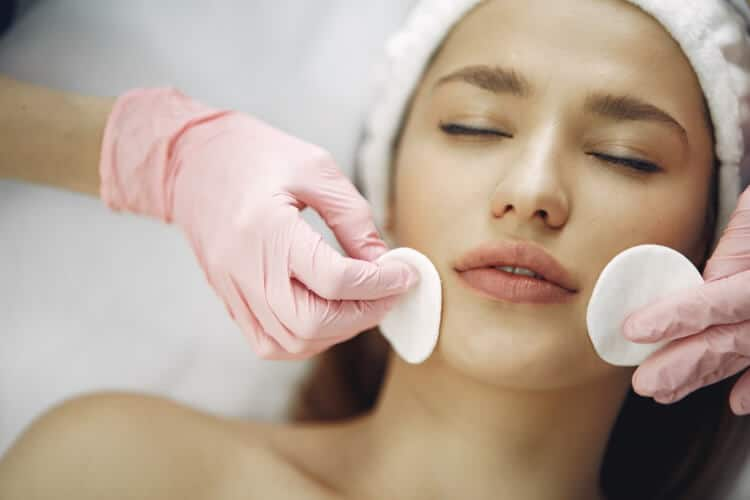 Questions to Ask Yourself Before Enrolling in an Aesthetics Training Course